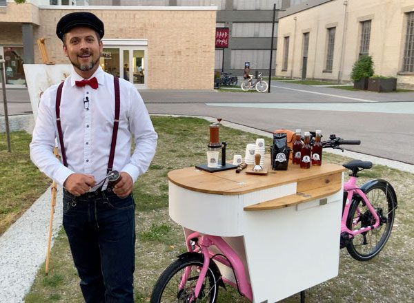 Le Pedaleur Barista on bicycle