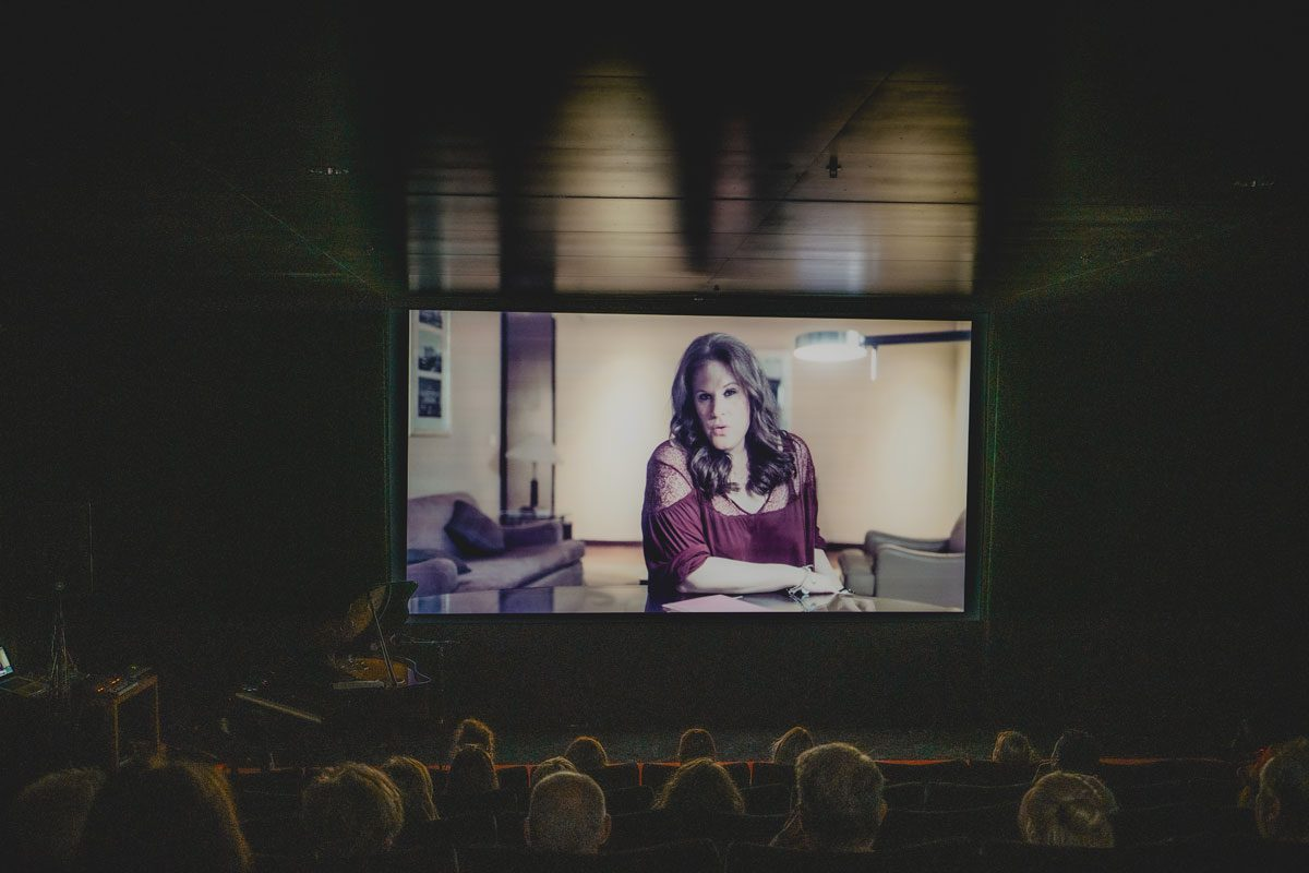 New music videos in Swiss cinema with live performance